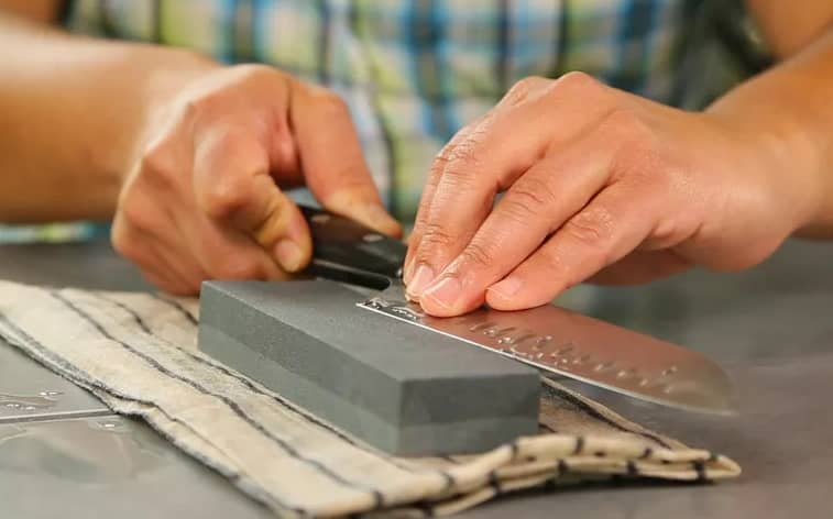 How to sharpen a Kitchen knife at home