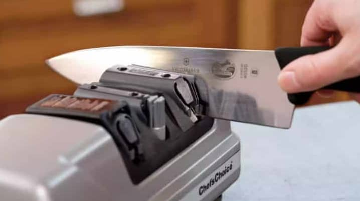 How to sharpen electric knife blades with a sharpening rod